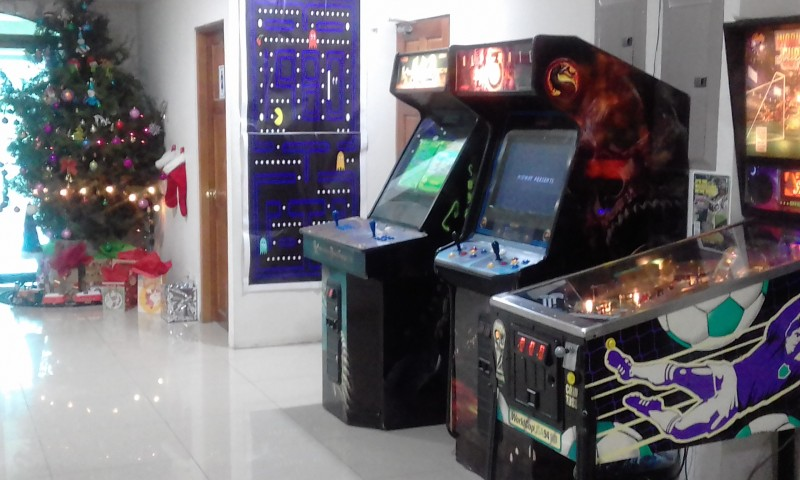 MERRY-CHRISTMAS-CENTRAL-AMERICA-GAME-ROOM-PINBALLa762c764e7d177c3.jpg
