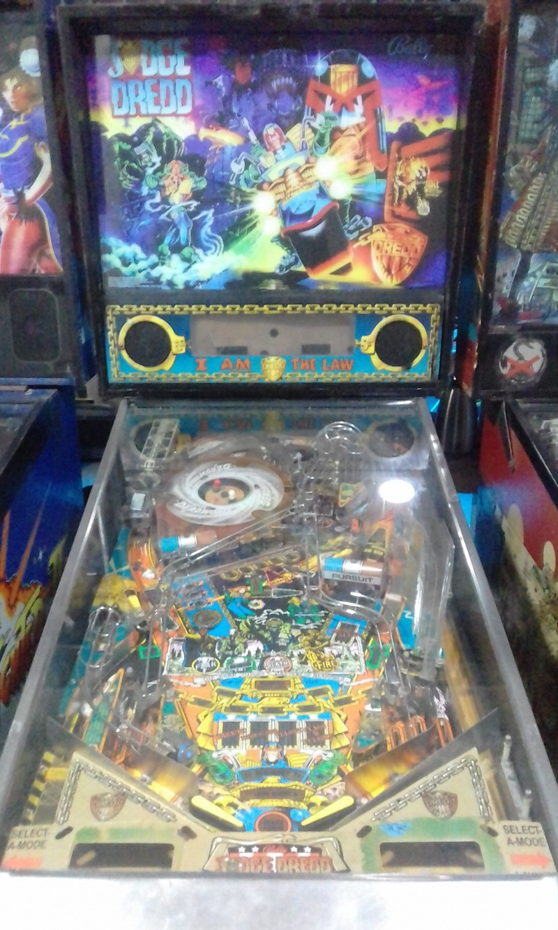 1993-BALLY-JUDGE-DREDD-PINBALL-MACHINE-COSTA-RICAd8292d192942c4d6.jpg