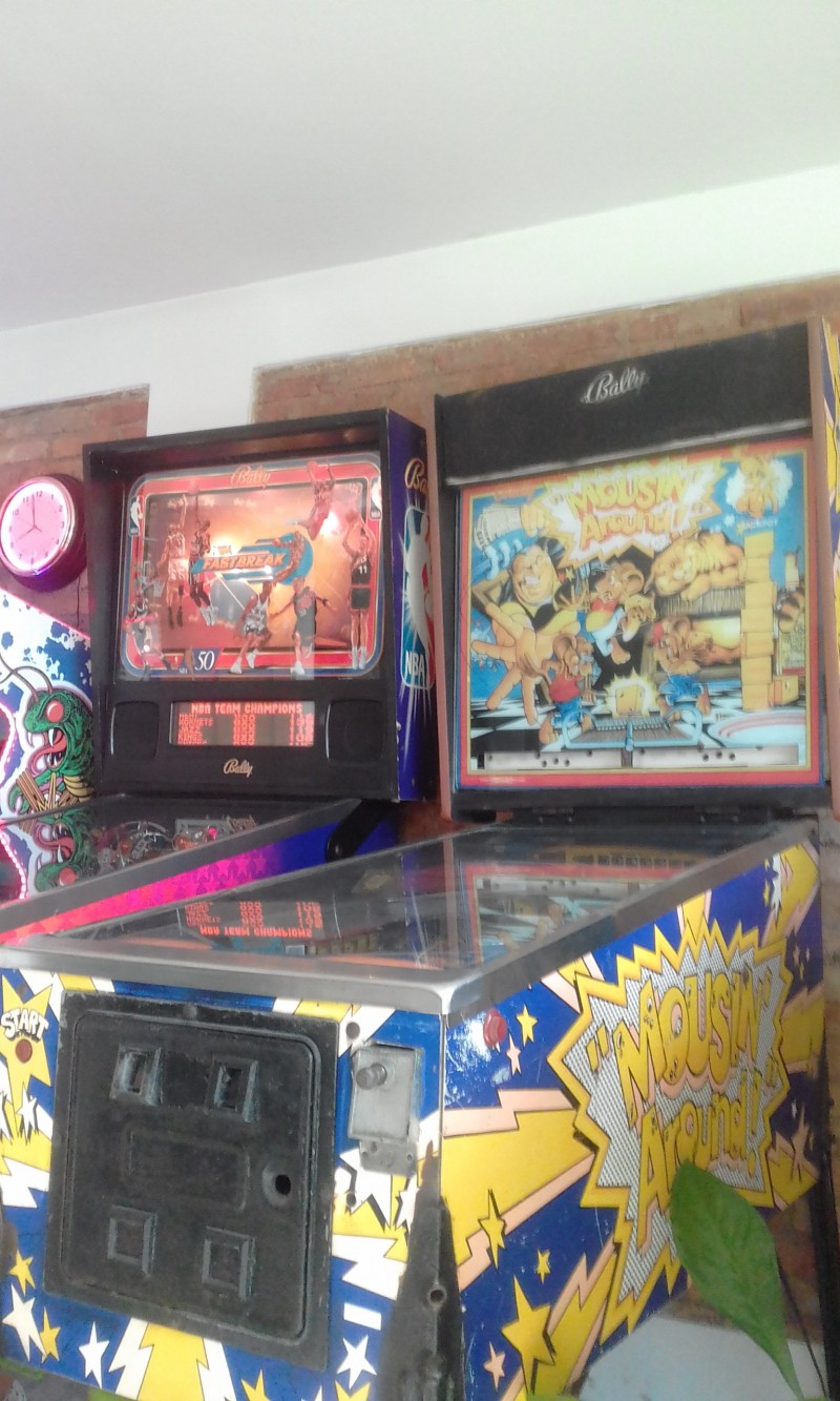 2-PINBALL-MACHINES-AND-CENTIPEDE-ARCADE-IN-COSTA-RICA73af644210bf8bf2.jpg